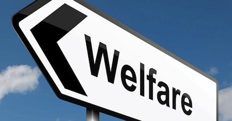 """Welfare, approvata risoluzione su contrasto povertà. Mumolo: """"Residenza a chi vive in strada"""""""