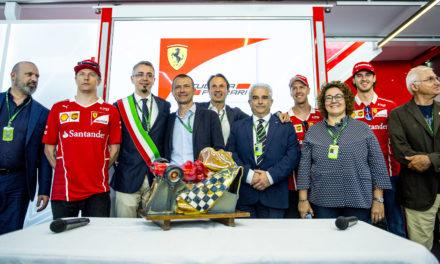 Gianni Bessi e Manuela Rontini a Monte Carlo per premiare la Scuderia Ferrari