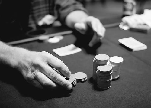 """Ludopatia. Zappaterra: """"Iniziative per la prevenzione e sostegno a chi dismette le attività di gioco d'azzardo"""""""