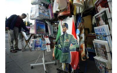 Apologia del fascismo. Una risoluzione Pd in Regione chiede di estendere il reato alla vendita di gadget e prodotti che evocano il regime