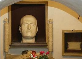 """Gadget fascisti: approvata la risoluzione per vietarne la vendita in Emilia-Romagna. Nadia Rossi: """"Un segnale per non banalizzare il male del fascismo"""""""